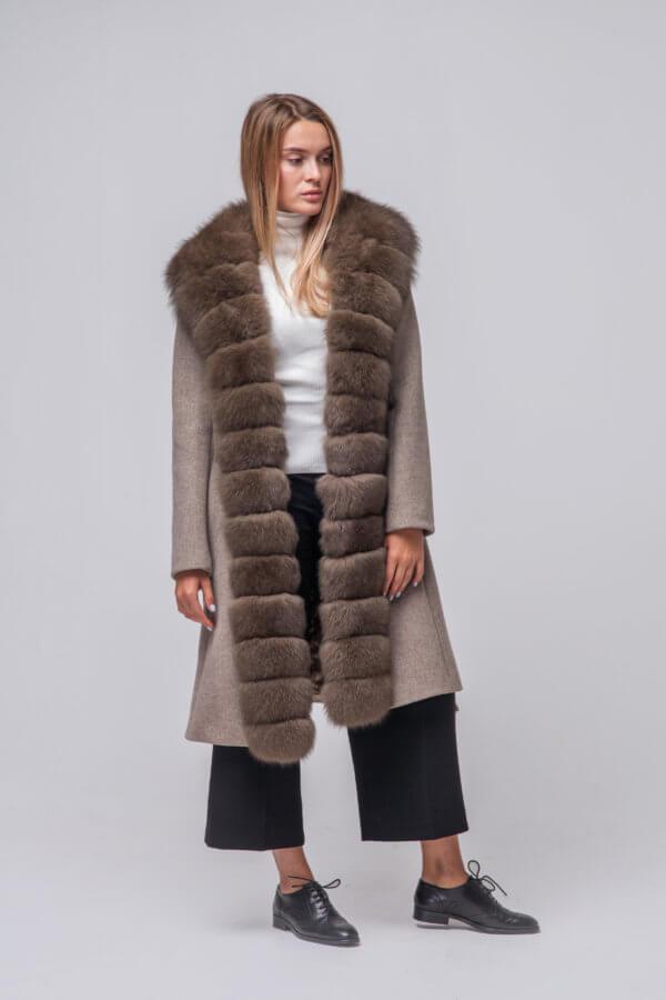Комбинированное пальто с элементами песца. Фото 1