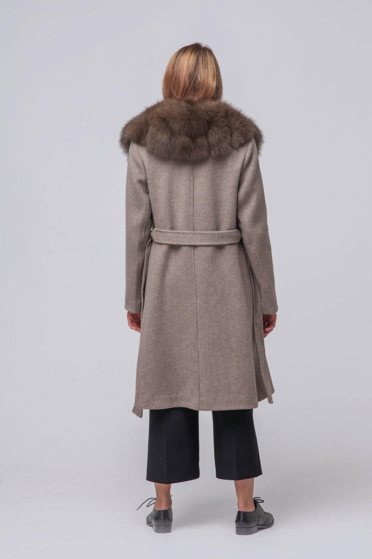Комбинированное пальто с элементами песца. Фото 5