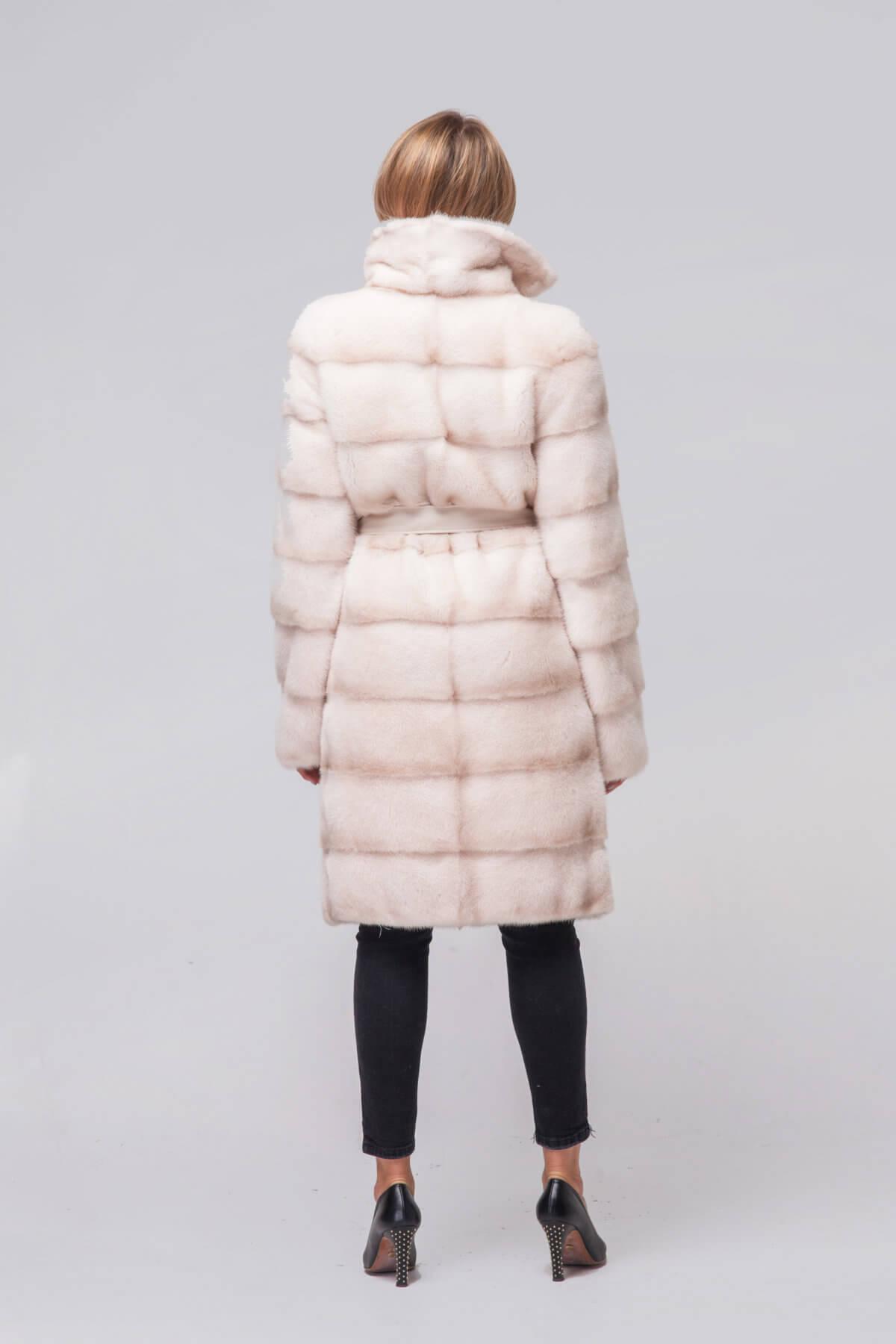 Пальто из скандинавской норки под пояс. Фото 6