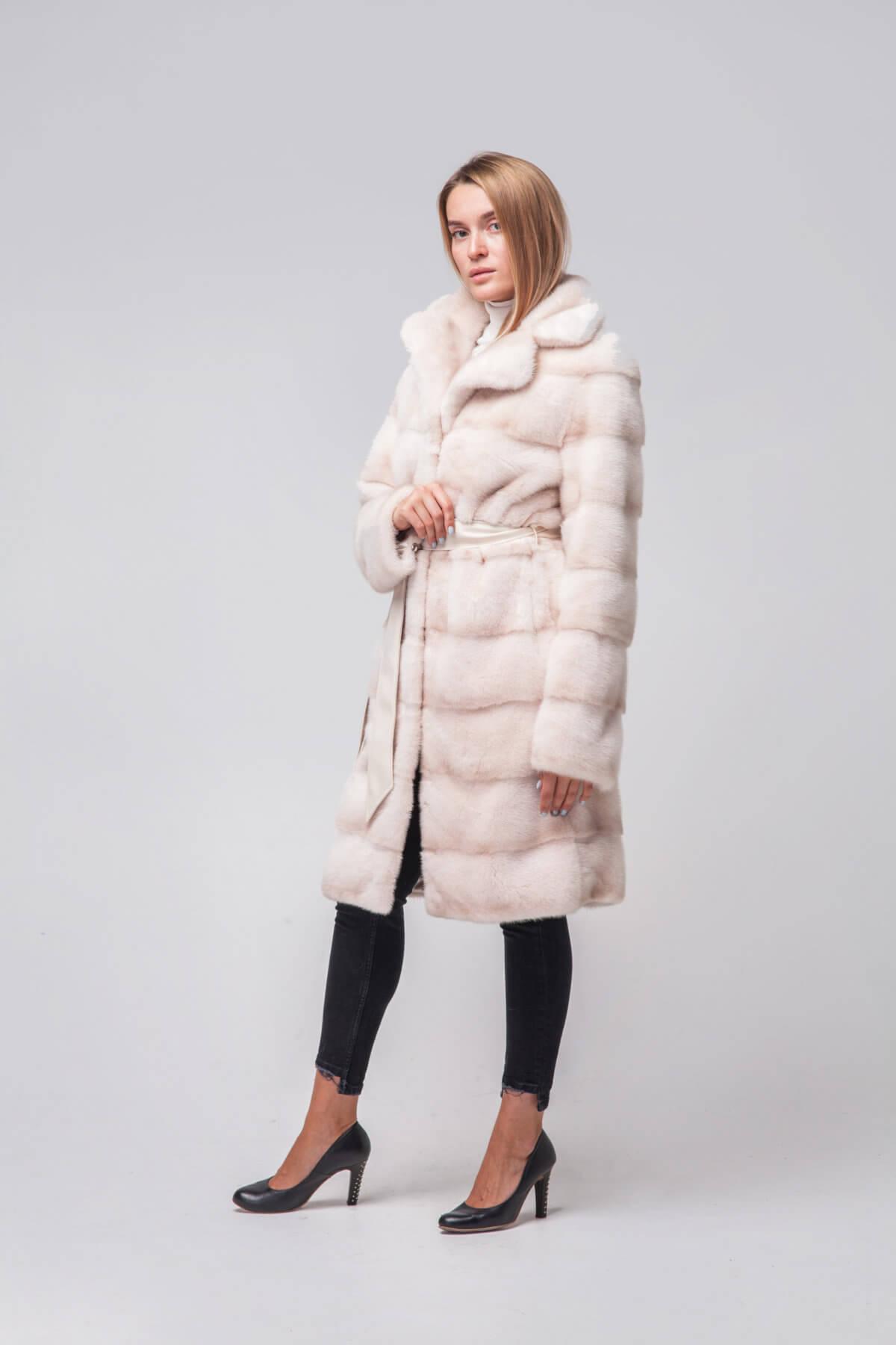 Пальто из скандинавской норки под пояс. Фото 4