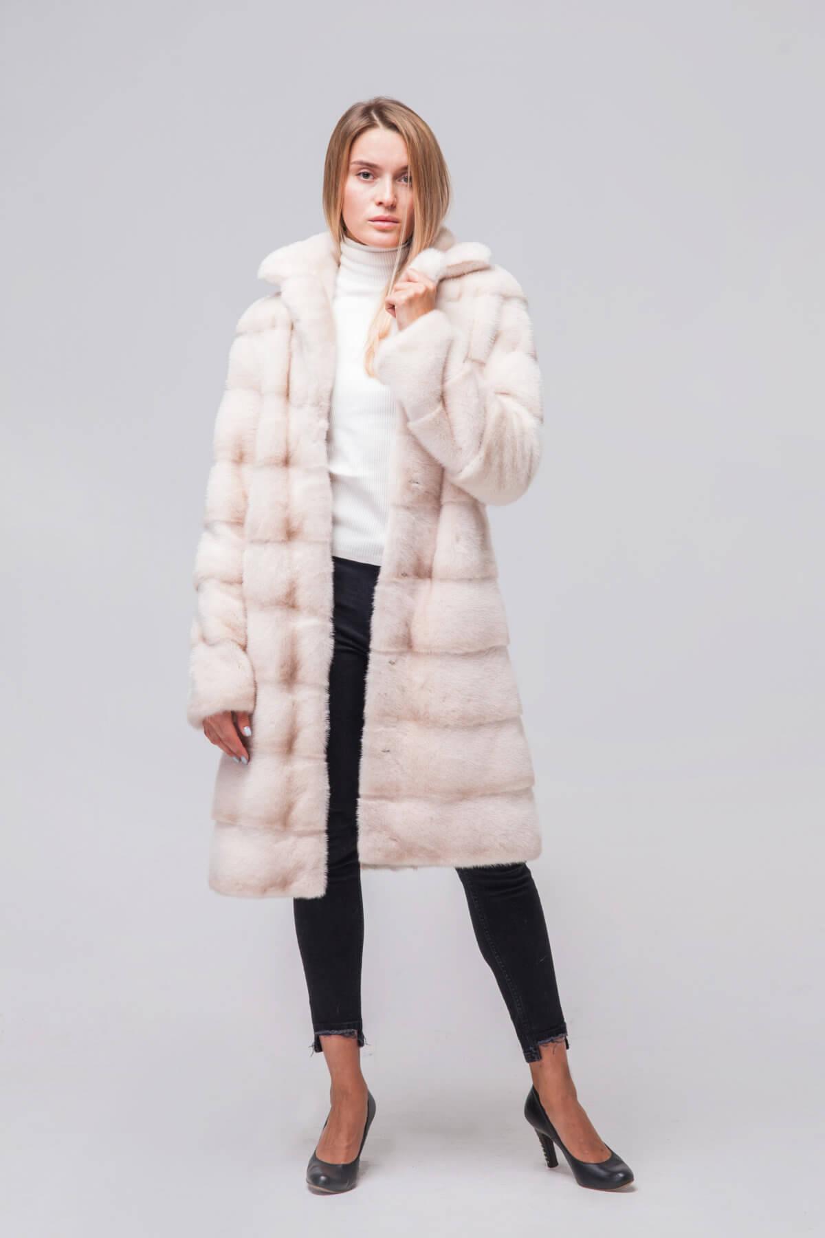 Пальто из скандинавской норки под пояс. Фото 2