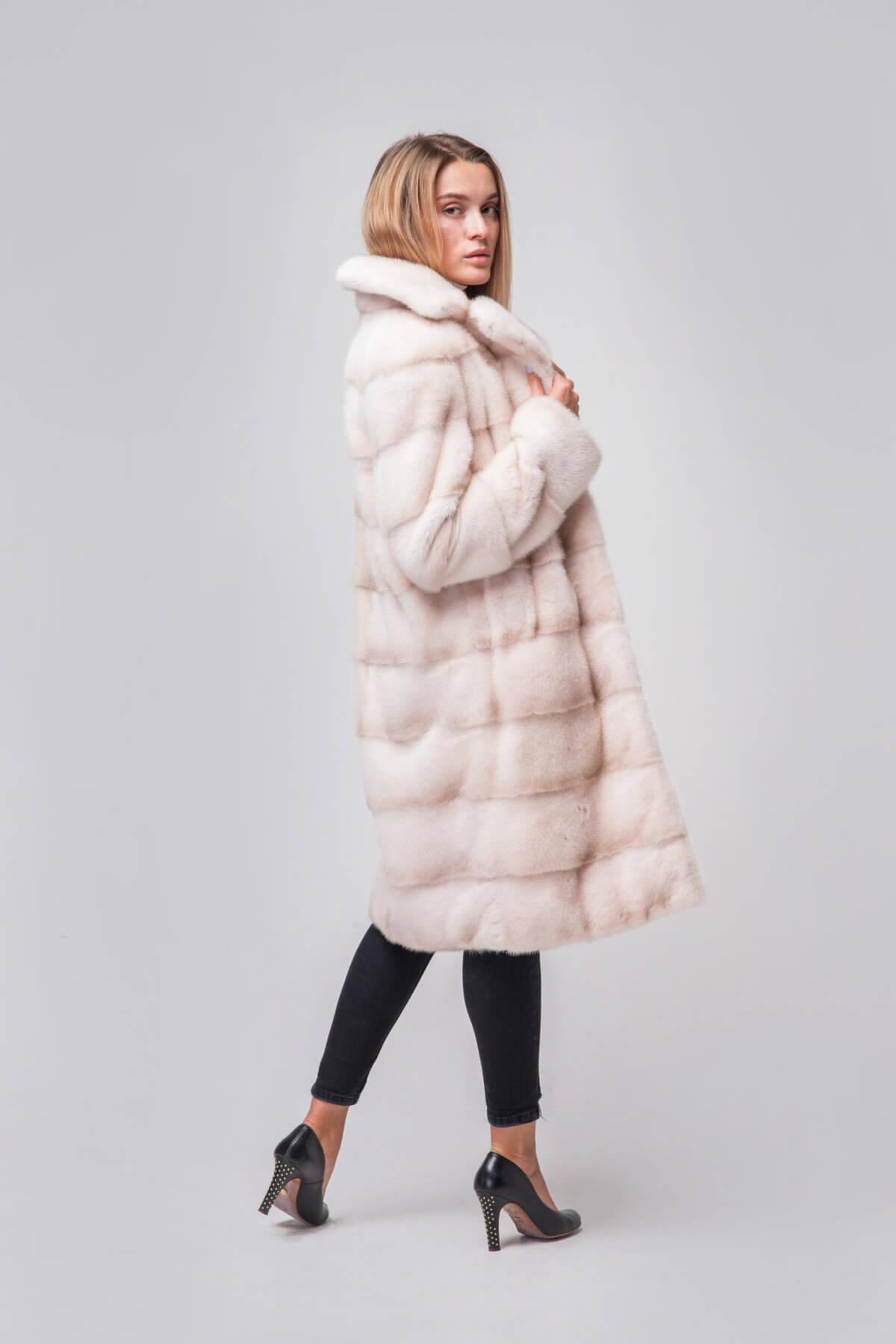 Пальто из скандинавской норки под пояс. Фото 3