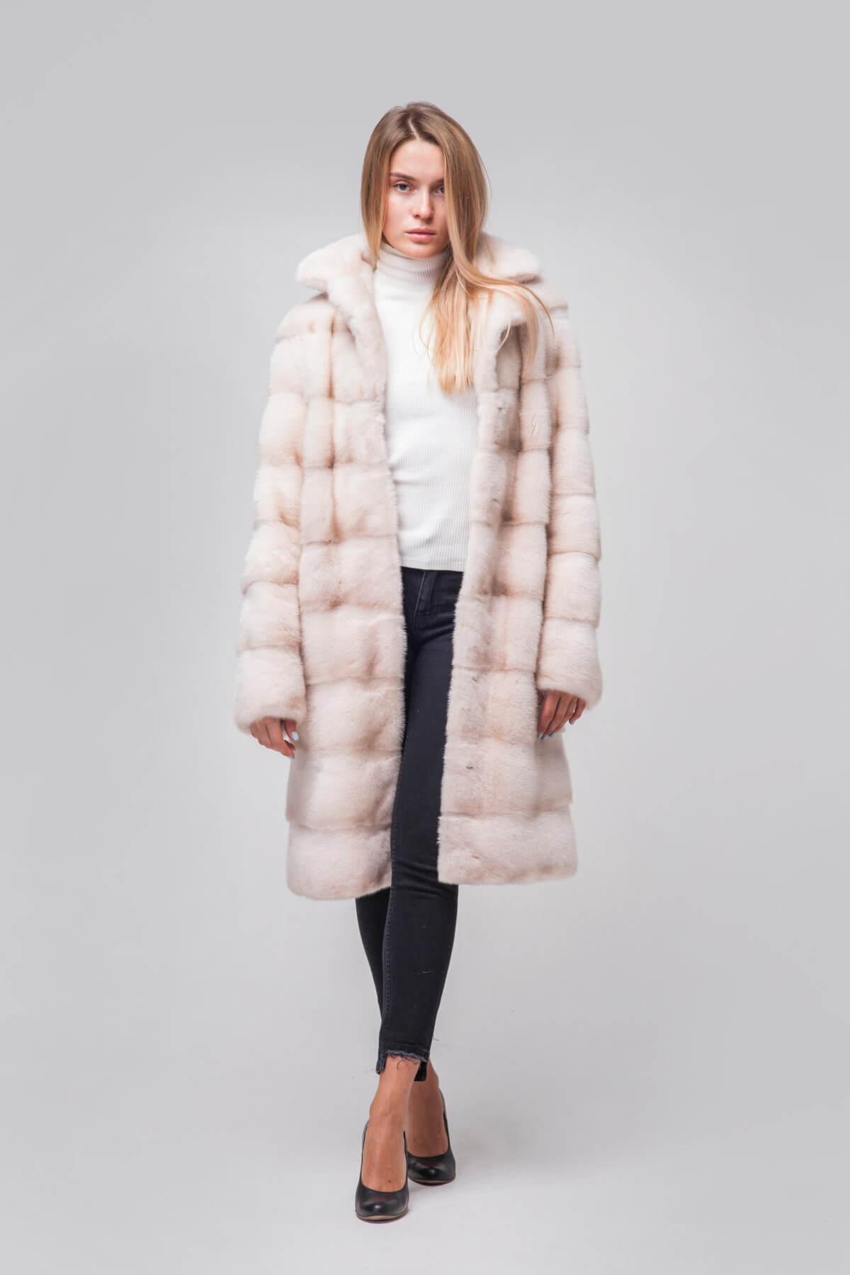 Пальто из скандинавской норки под пояс. Фото 1