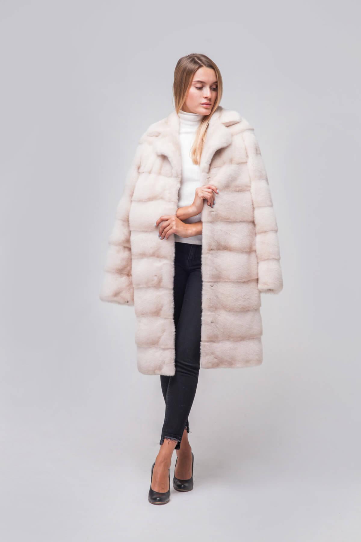 Пальто из скандинавской норки под пояс. Фото 5