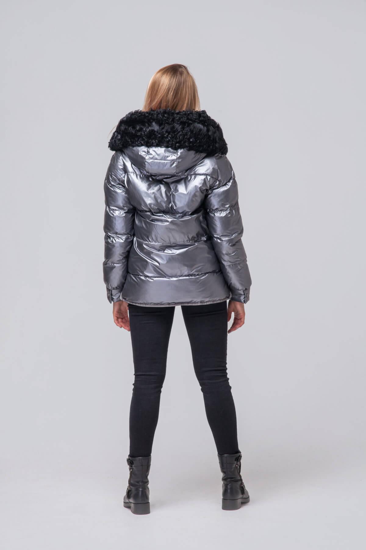 Утепленная куртка с мехом барашка. Фото 4