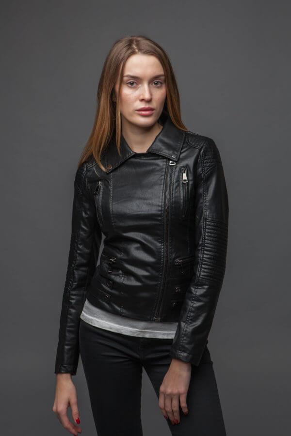 Черный куртка-косуха из экокожи. Фото 2