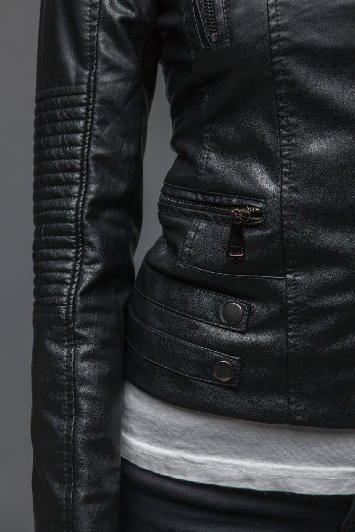 Черный куртка-косуха из экокожи. Фото 4