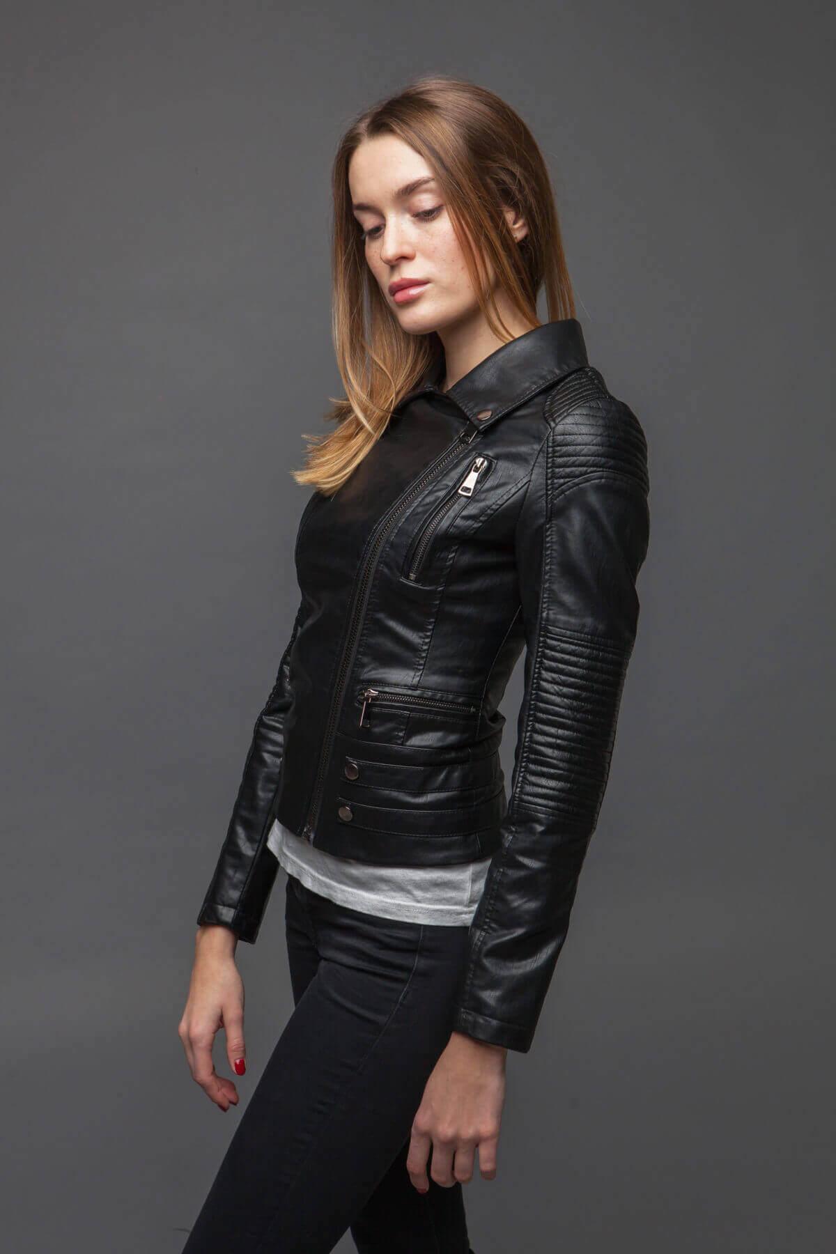 Черный куртка-косуха из экокожи. Фото 6