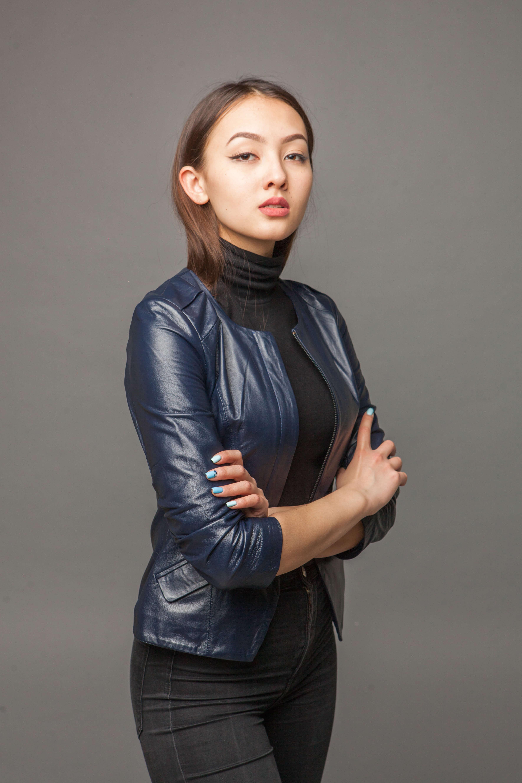 Куртка-жакет из натуральной кожи синяя. Фото 2