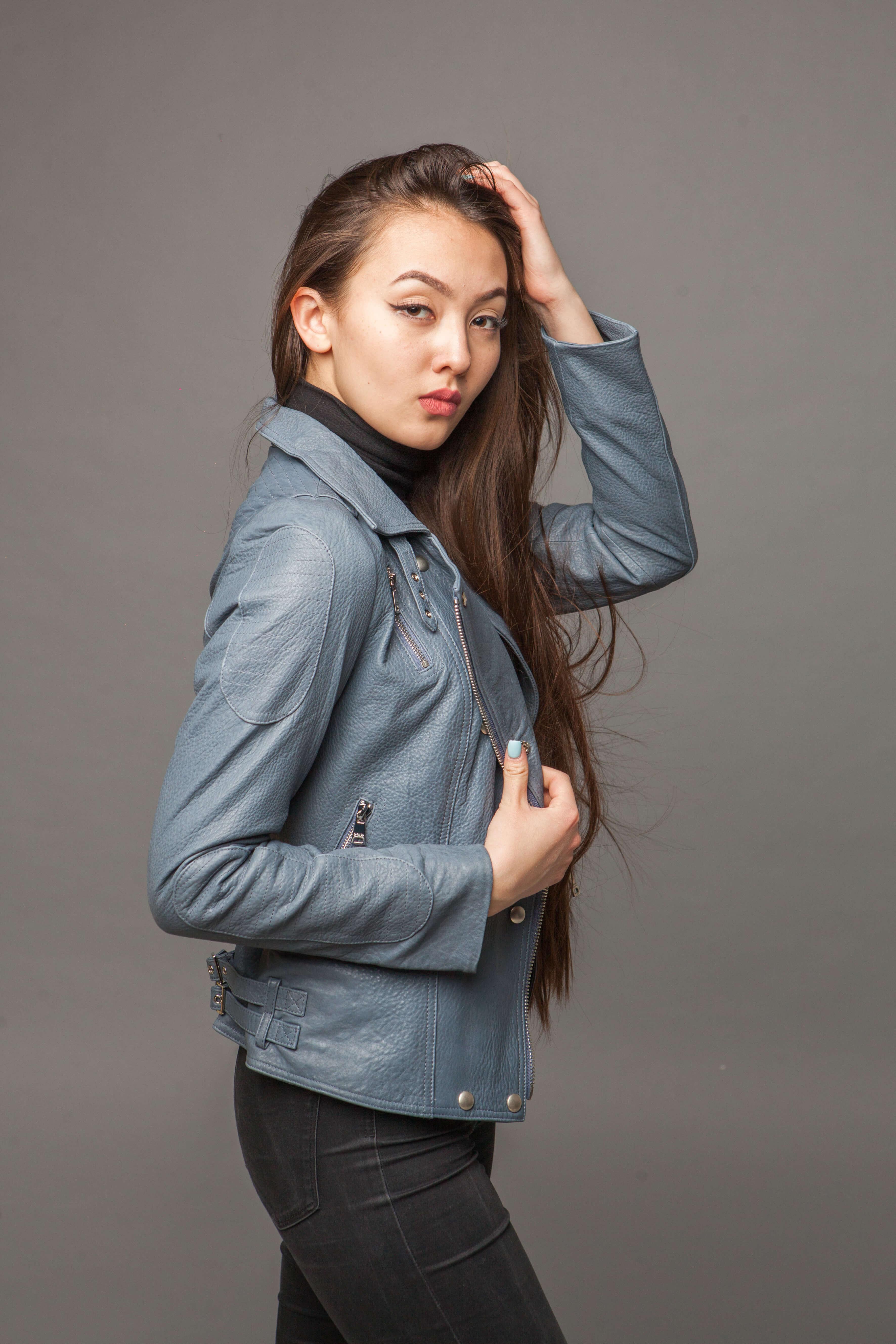 Кожаная куртка-косуха голубая. Фото 3