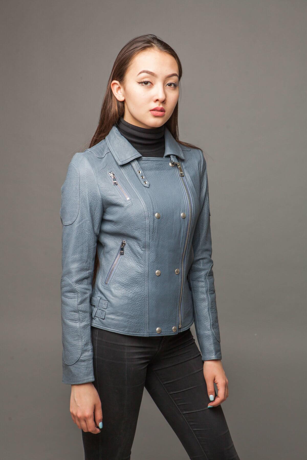 Кожаная куртка-косуха голубая. Фото 5