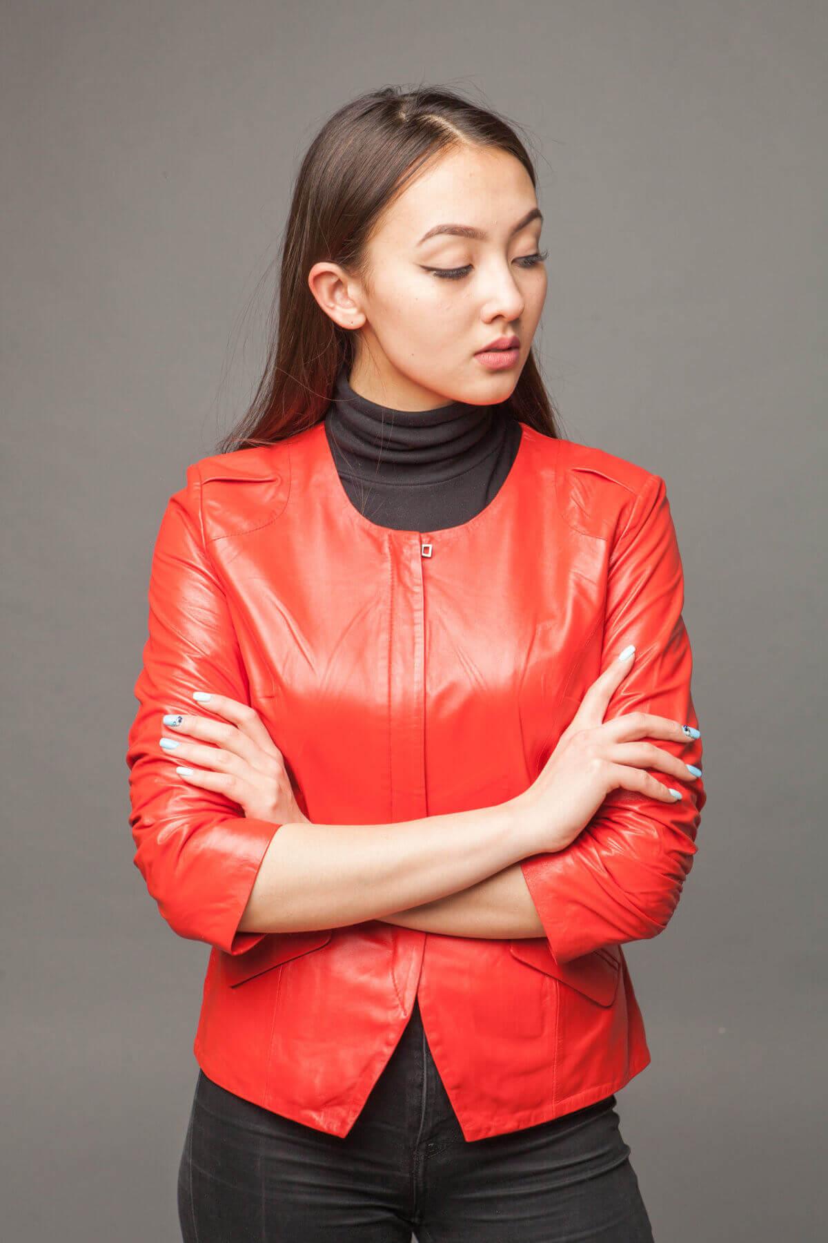 Куртка-жакет из натуральной кожи морковная. Фото 4