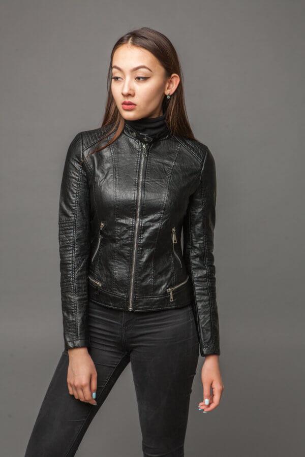 Куртка из экокожи с ультрамодной отделкой. Фото 1