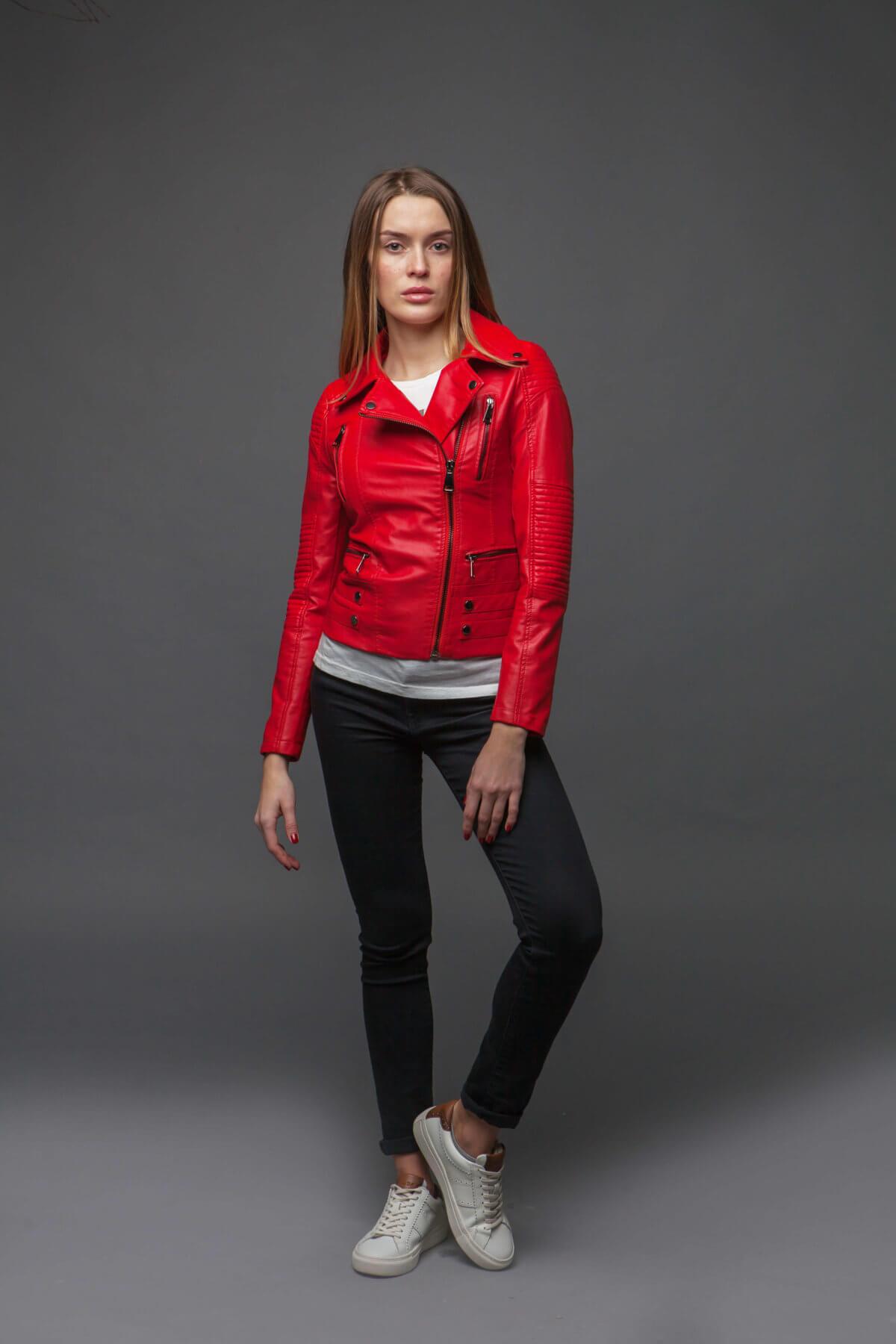 Ультрамодная красная куртка-косуха. Фото 1