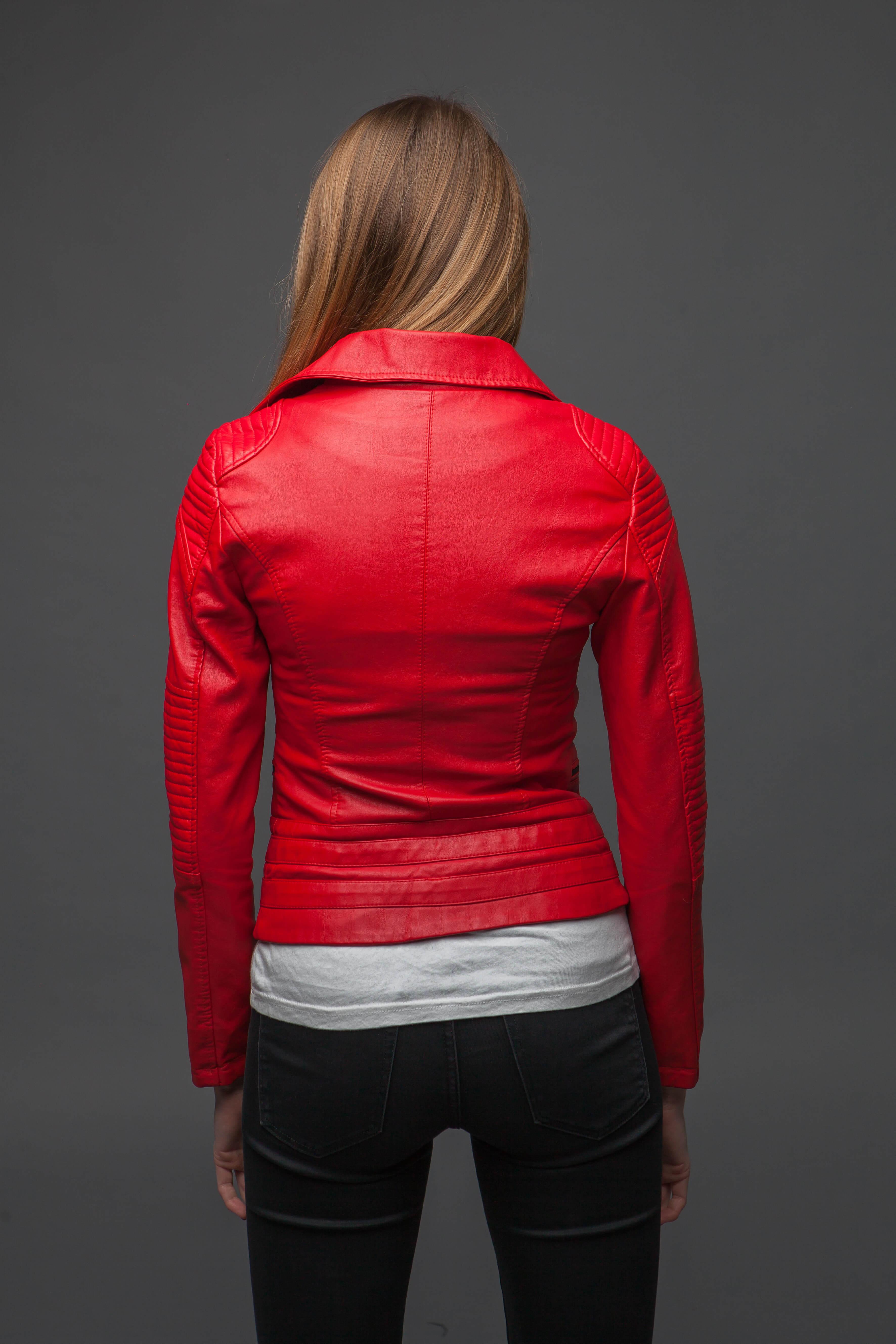 Ультрамодная красная куртка-косуха. Фото 4