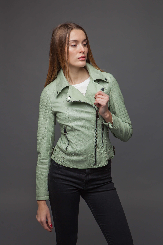 Стильная куртка-косуха мятного цвета. Фото 3