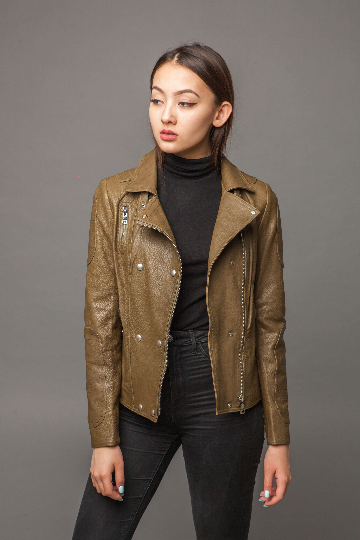 Кожаная куртка-косуха оливковая. Фото 3