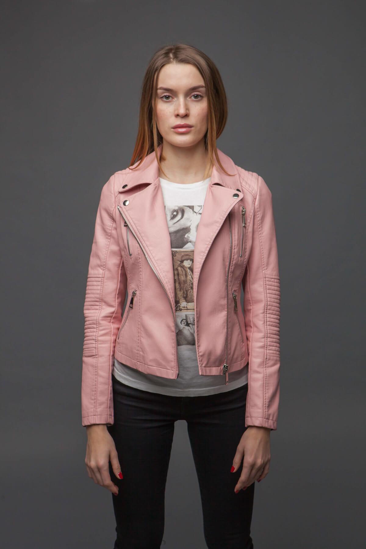 Нежно-розовая куртка из экокожи. Фото 1