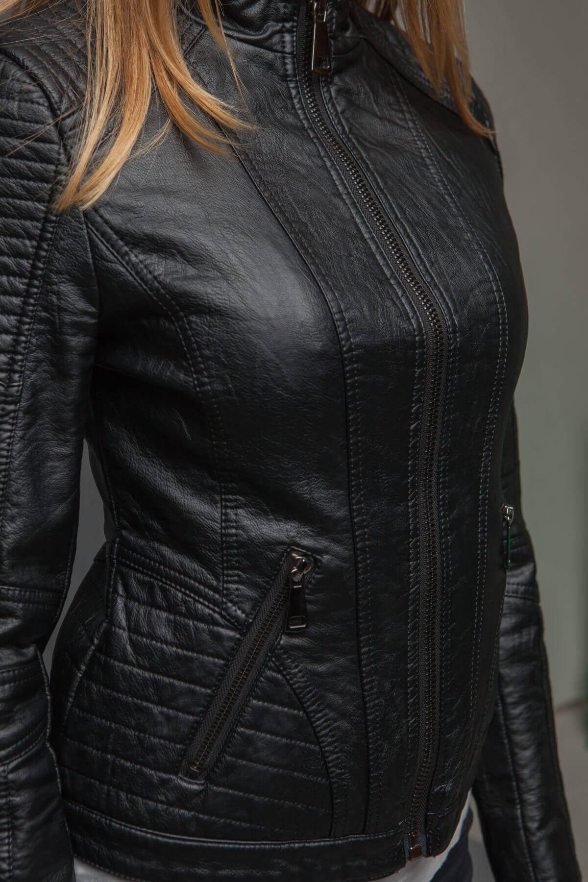 Укороченный черный жакет из экокожи